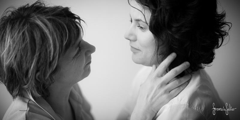 Francis Selier photographe portrait de couple de femmes noir et blanc Poitou-Charentes (4 sur 6)