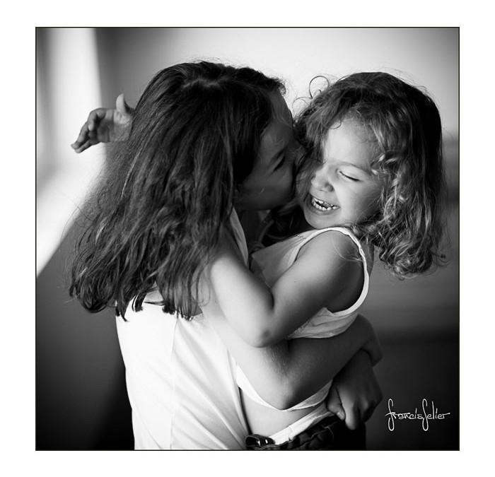 Sœurs en noir et blanc