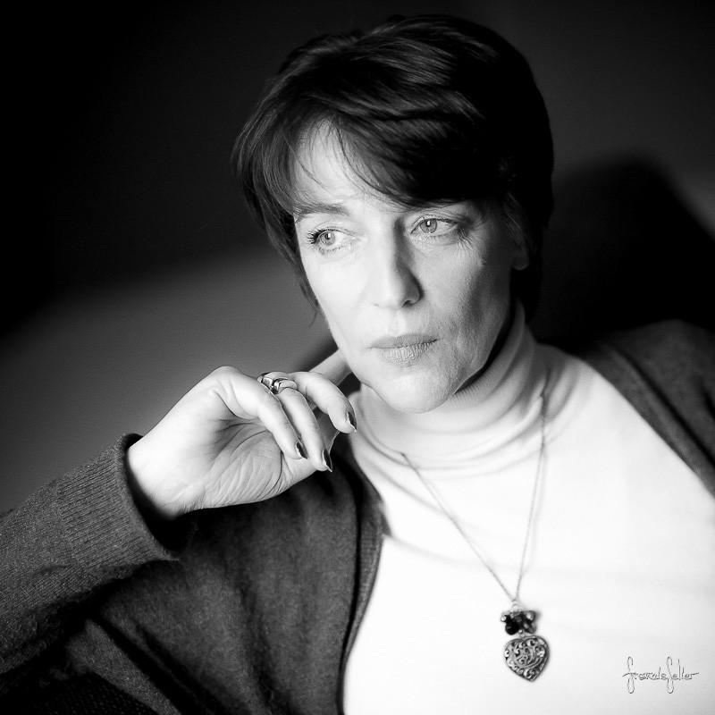 Portrait de femme en noir et blanc