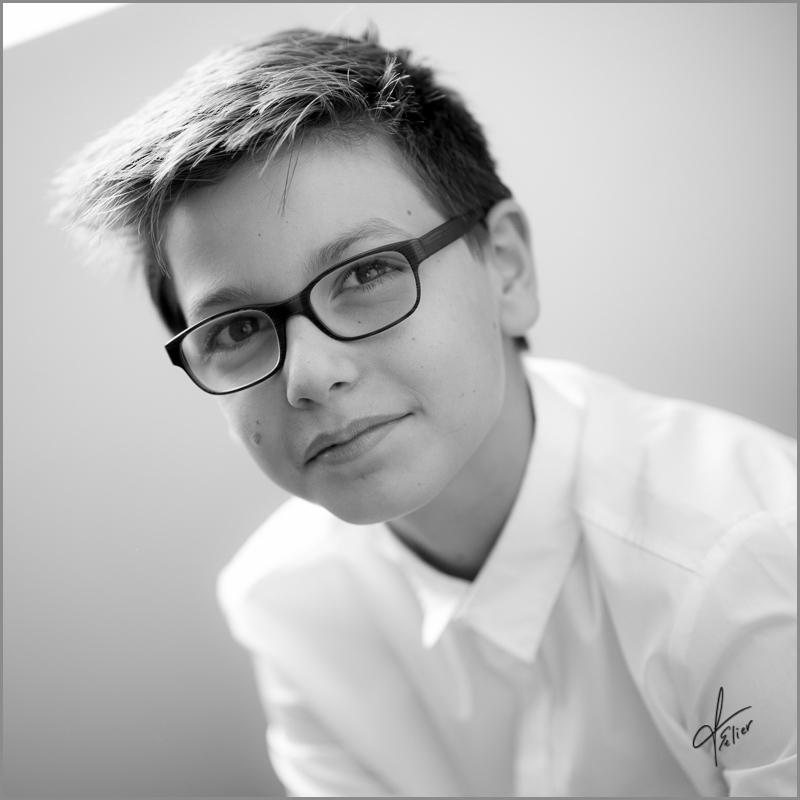 portrait adolescent noir et blanc, portrait en studio, photo noir blanc Francis Selier Portraitiste Charente