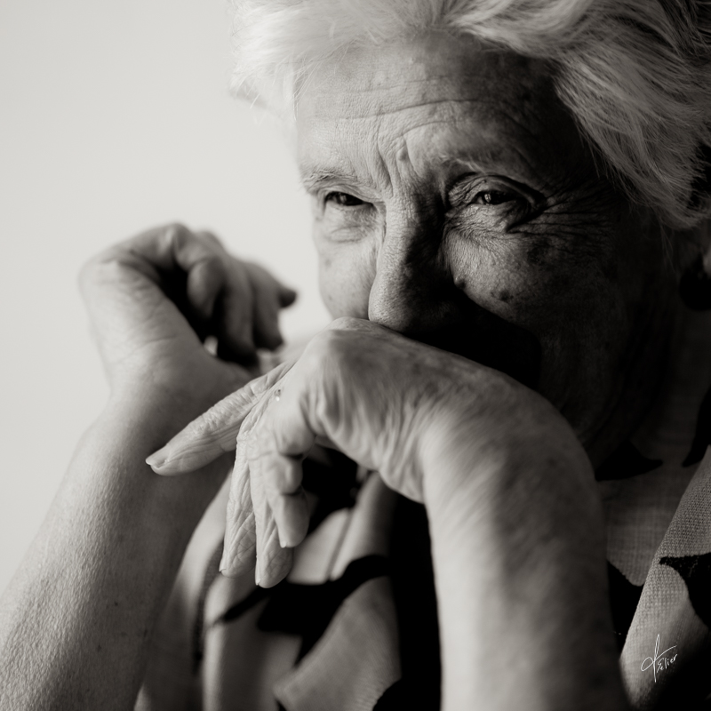 portrait vieille femme photo noir et blanc