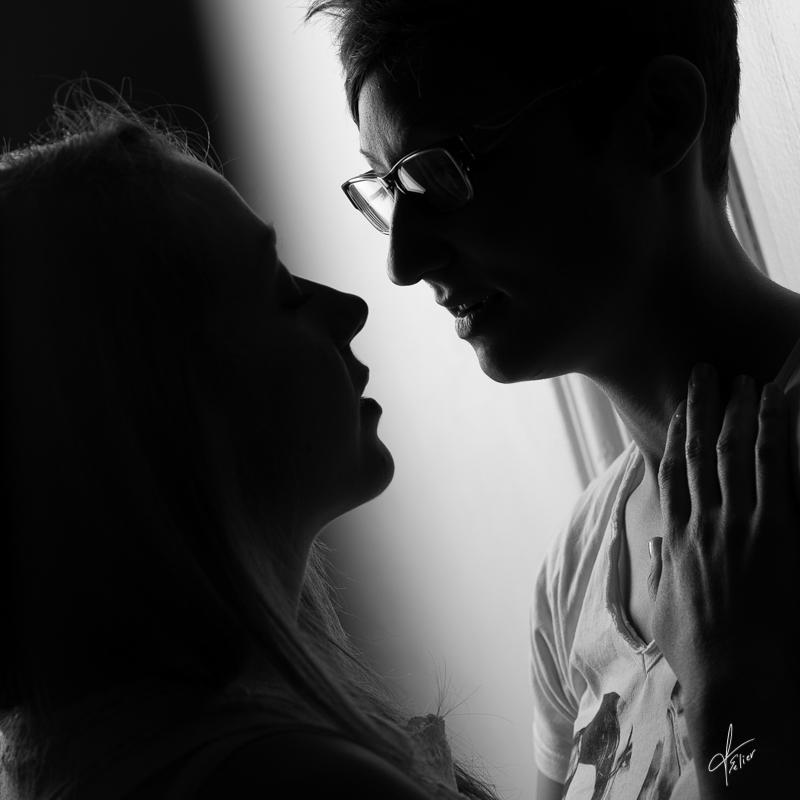 couple de femmes en noir et blanc