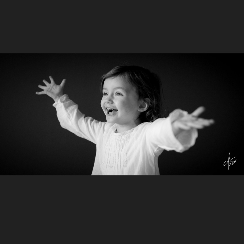 photo enfant portrait fille noir et blanc