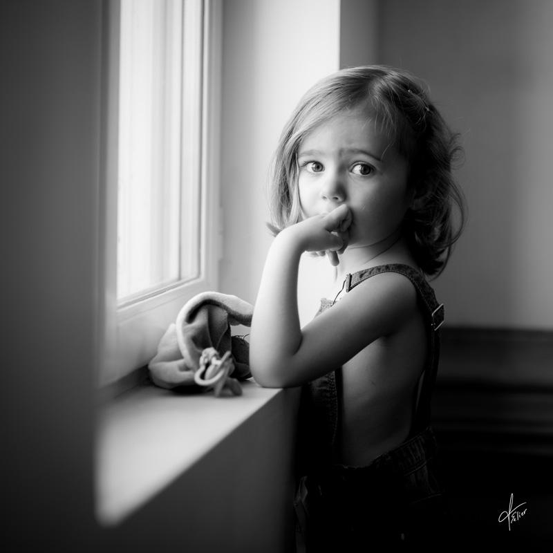 portrait fille noir et blanc