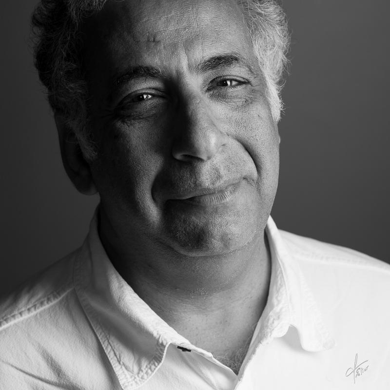 portrait homme artiste en noir et blanc